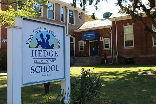 Hedge Elementary School Welcome Sign